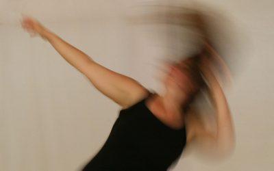 beYOUtiful-movement-Bewegung-und-Achtsamkeit-für-alle-schwungvolle-Bewegung-im-Kreis.jpg